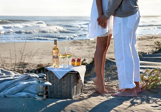 Mise en scène sur la plage pour la marque Lillet, alcool, beverage, Photographie et stylisme Pauline Daniel