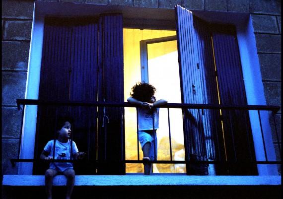 Marseille, Quartier de la Belle de Mai, Photographie Pauline Daniel, enfants à la fenêtre